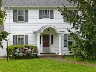 traditional white house with aluminum siding types